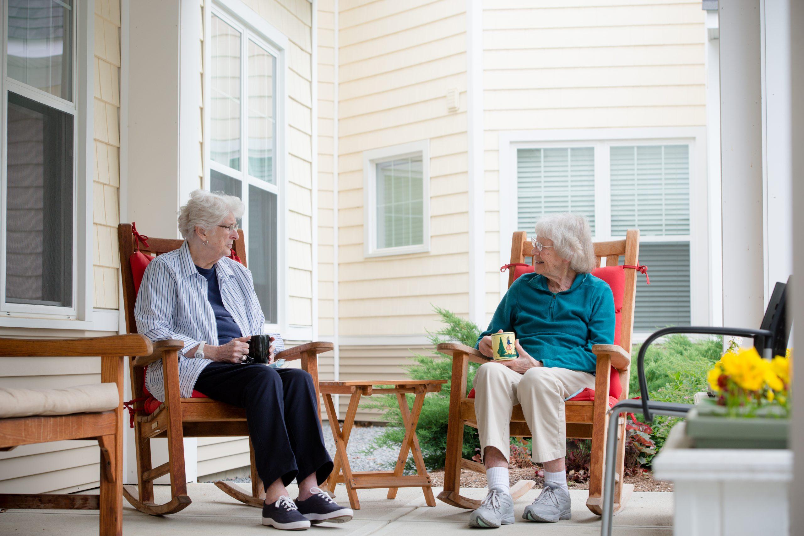 Independent living - seniors enjoying Scott-Farrar